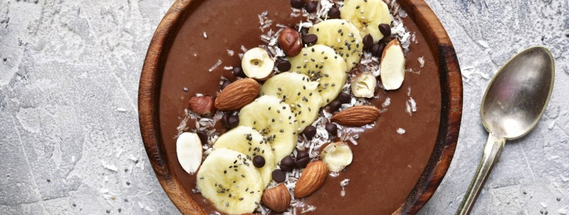 Un smoothie bowl au chocolat Côte d'Or®